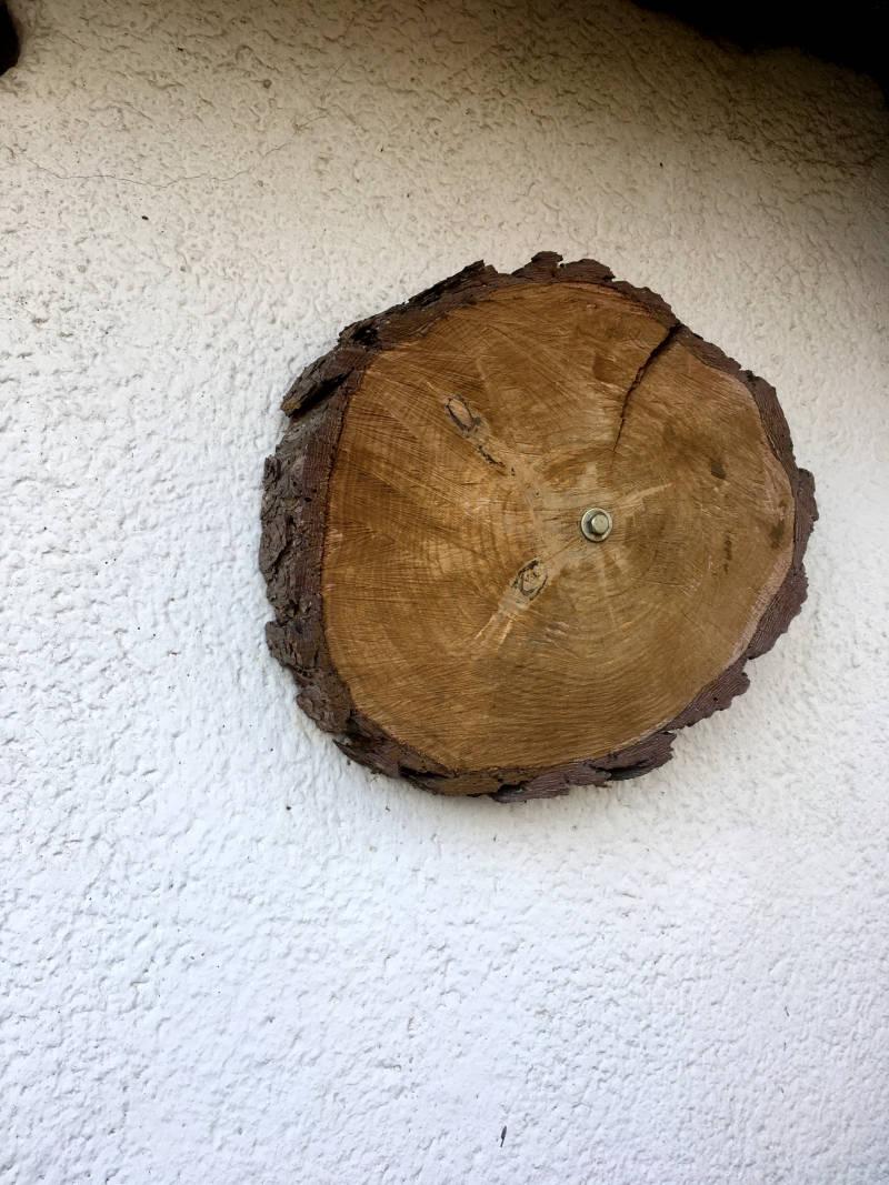 Baumscheibe an Wand
