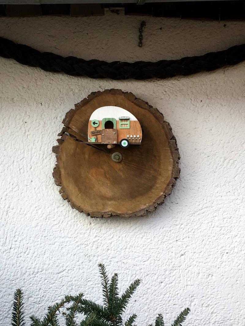Baumscheibe an der Wand
