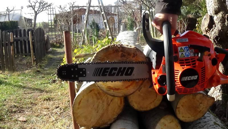 Holzuntersätzer Kettensäge sägen