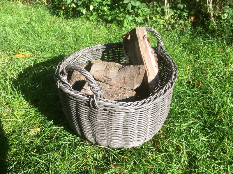 Brennholzkorb aus Rattan