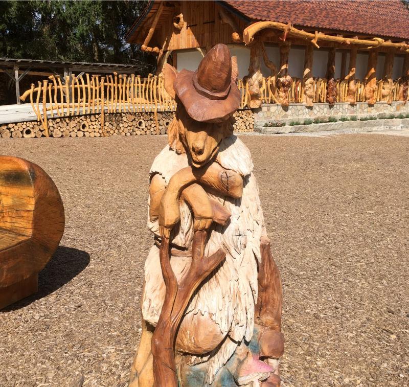 Forsthaus Figur aus Holz