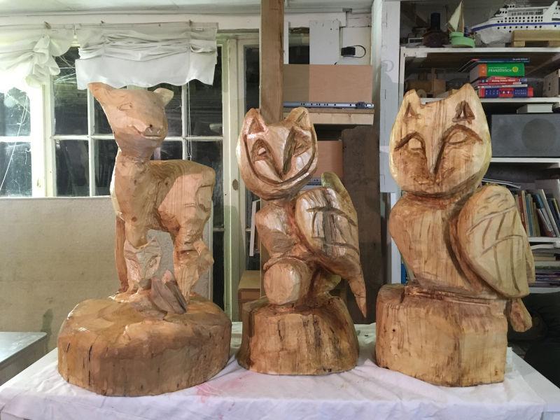 Holzfiguren mit Klarlack